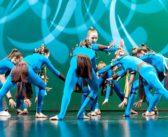 Podstawy tańca dla najmłodszych oraz taniec współczesny dla starszych.